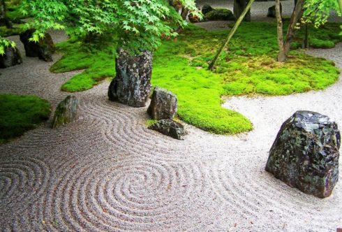 Сад камней на участке в Нижнем Новгороде